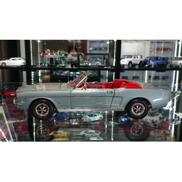 画像2: auto world 1:18 1965 American Muscle Collection Ford Mustang Convertible Silver Gray