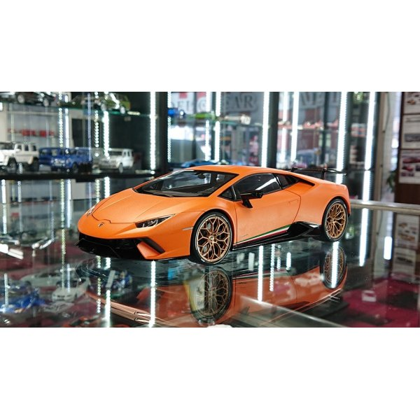 画像1: Autoart 1/18 Lamborghini Huracan Performante Mat Orange