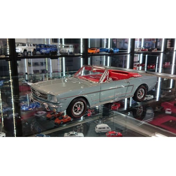 画像1: auto world 1:18 1965 American Muscle Collection Ford Mustang Convertible Silver Gray