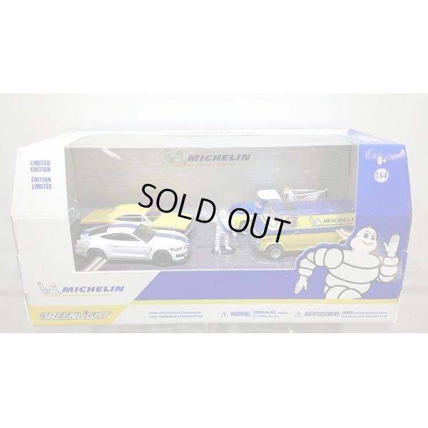 """画像1: GREEN LiGHT 1:64 Multi-Car Dioramas """"Michelin Service Center"""""""