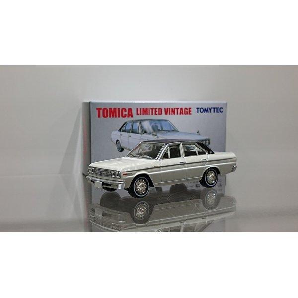 画像1: TOMYTEC 1/64 LIMITED VINTAGE NISSAN CEDRIC Personal Deluxe V '70 White/Black