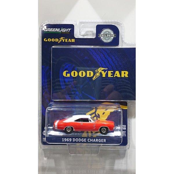 画像1: GREEN LiGHT EXCLUSIVE 1/64 Goodyear Vintage Ad Cars - 1969 Dodge Charger - Wide Boots GT