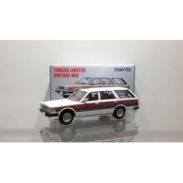 画像1: TOMYTEC 1/64 Limited Vintage NEO Nissan Cedric Wagon V20E GL Custom Ver. (White / Wood grain)